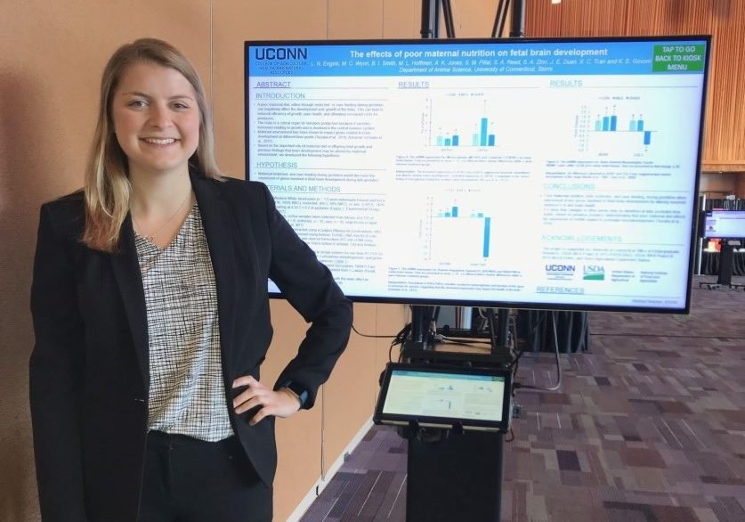 Lauren Engels presenting her research at the ASAS-CSAS Annual meeting in Vancouver.