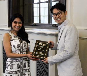 Hetal Patel presents plaque to awardee Seok-Woo Lee.